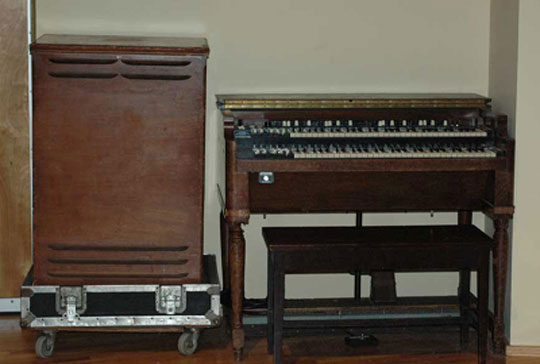 Hammond Organ and Leslie Speaker